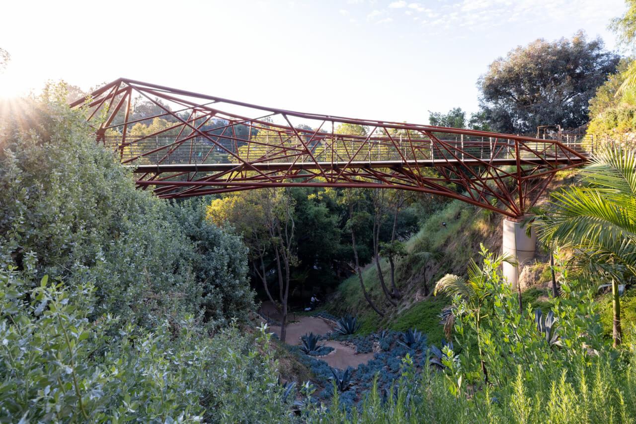Image of Arroyo Bridge spanning an L.A. Canyon