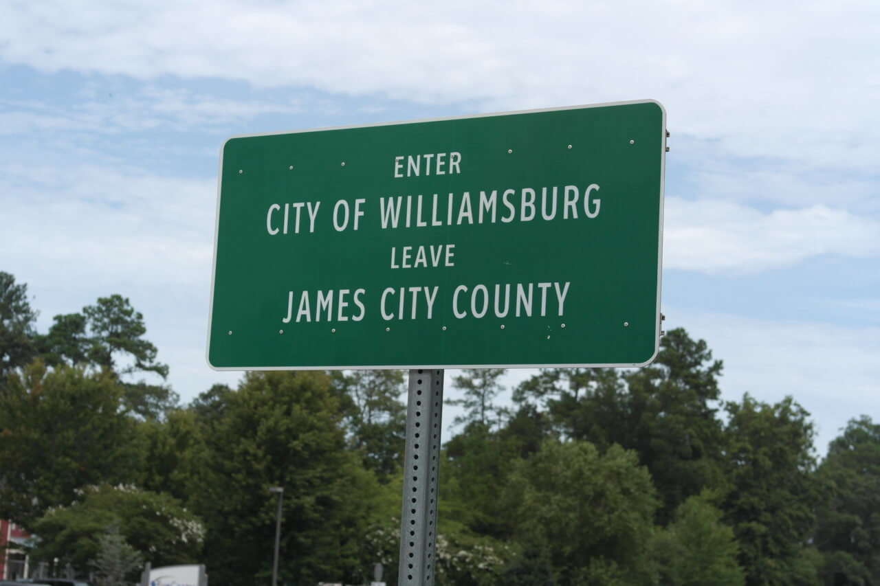 sign for williamsburg